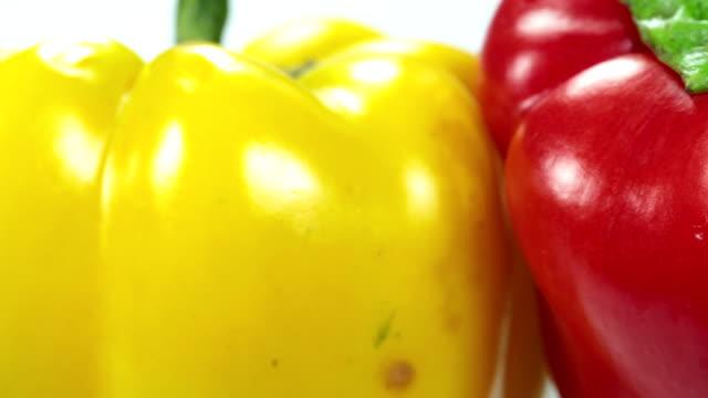 vídeos de stock e filmes b-roll de pimento - red bell pepper isolated