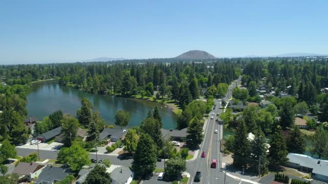 stockvideo's en b-roll-footage met bend oregon usa luchtfoto nw tumalo ave deschutes river - binnenband
