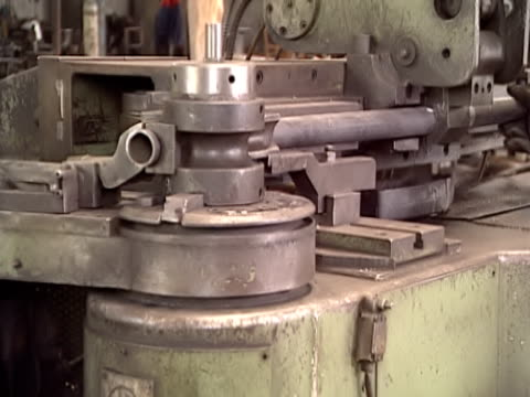Bending pipes video