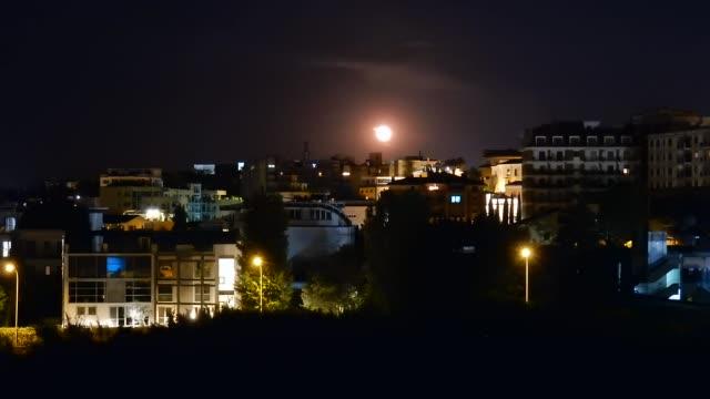 Benevento - Time lapse di notte con luna piena