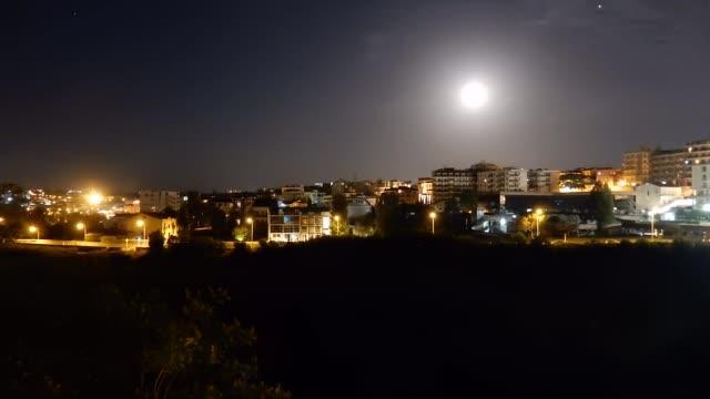 Benevento - Time lapse di sera con luna piena