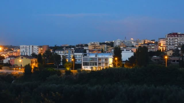 Benevento - Tramonto con luna piena