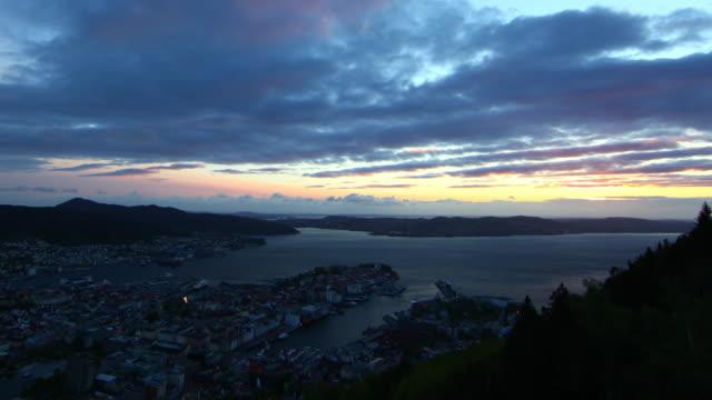 vídeos y material grabado en eventos de stock de bergen floien increíble puesta del sol desde $k - bergen