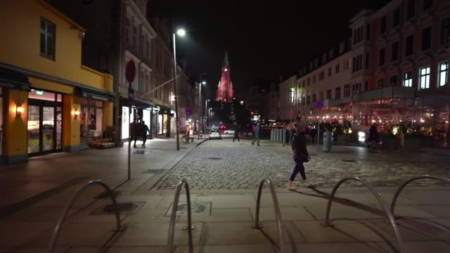 vídeos y material grabado en eventos de stock de la vida nocturna de bergen - bergen