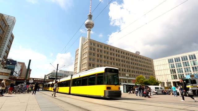 berlin alexanderplatz with tv tower, realtime - tranvia video stock e b–roll