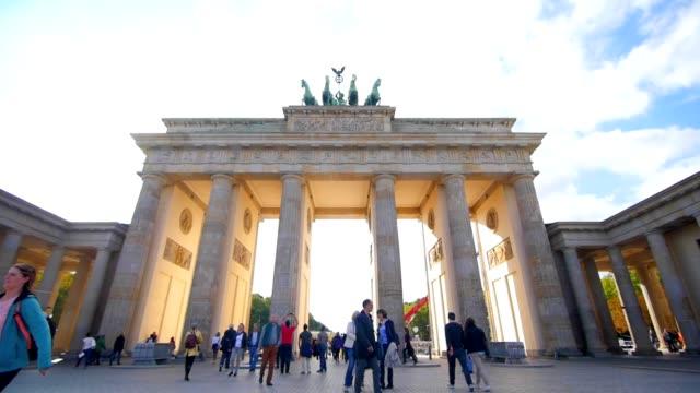 柏林勃蘭登堡門在夏天 - 旅遊業 個影片檔及 b 捲影像