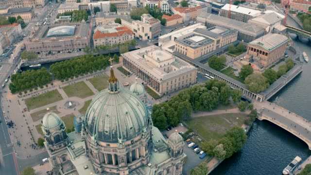 berlin cathedral church and altes museum - museo video stock e b–roll