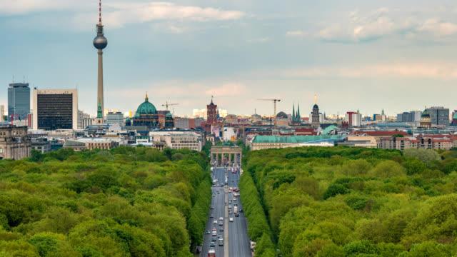 vídeos y material grabado en eventos de stock de lapso de tiempo de alemania berlín 4k, ciudad horizonte timelapse en nivel jardín - berlín