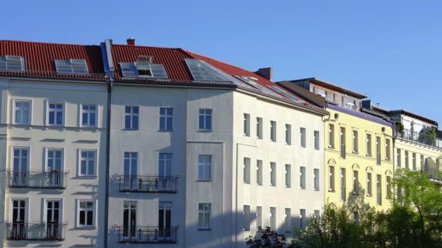 ベルリンプレンツラウアーバーグアパートメントハウスアットテレビ塔 - 緑 ビル点の映像素材/bロール