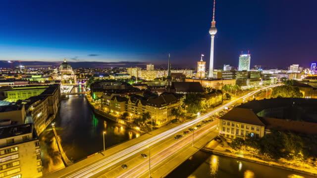 日没時のベルリンのスカイライン、タイムラプス ビデオ