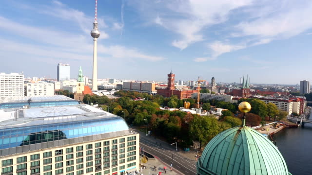 Berlin Skyline, panning video
