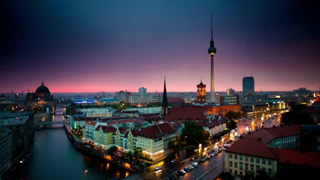 time lapse: berlin skyline - berlin city bildbanksvideor och videomaterial från bakom kulisserna