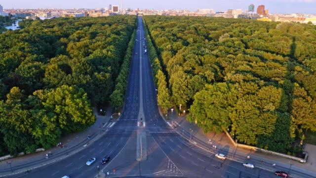 berlin street, park and skyline at twilight - проспект стоковые видео и кадры b-roll