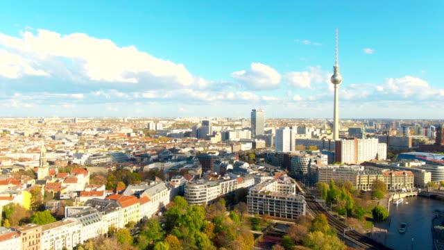 vídeos y material grabado en eventos de stock de mosca de la torre de berlín - berlín