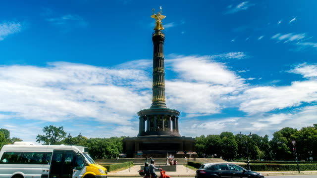 vídeos de stock e filmes b-roll de berlin victory column wide time lapse - berlin wall