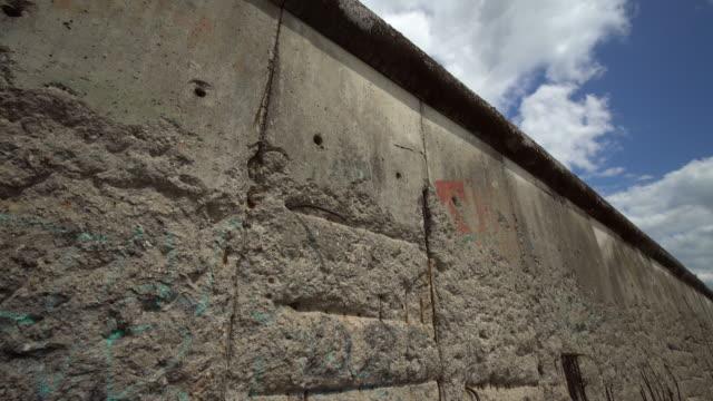 vídeos de stock e filmes b-roll de berlin wall - berlin wall