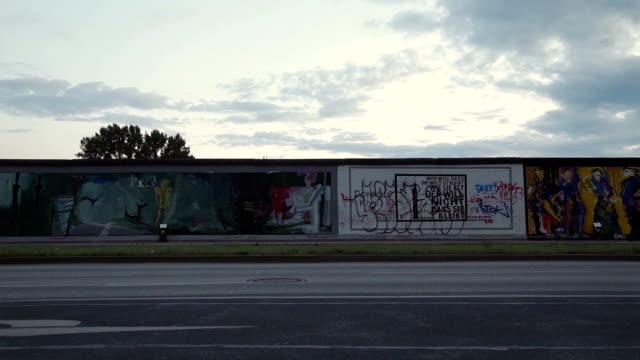 ベルリンの壁 - street graffiti点の映像素材/bロール