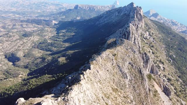 bernia sierra ridge - gebirge stock-videos und b-roll-filmmaterial