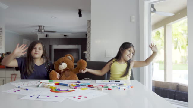 vídeos de stock e filmes b-roll de best friends painting and dancing in the kitchen - teddy bear