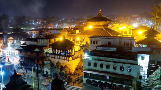 vídeos y material grabado en eventos de stock de bhasmeshvar ghat en el templo de pashupatinath y río bagmati en katmandú, nepal. - autopsia