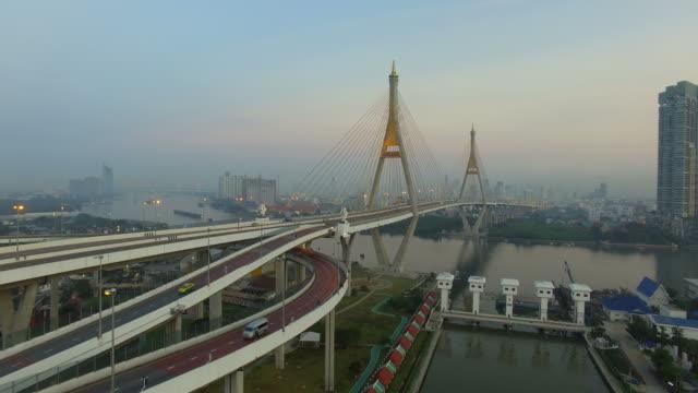 bhumibol bridge bangkok thailand - fiume chao phraya video stock e b–roll