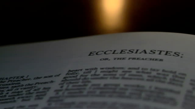 bibel ecclesiastes - neues testament stock-videos und b-roll-filmmaterial