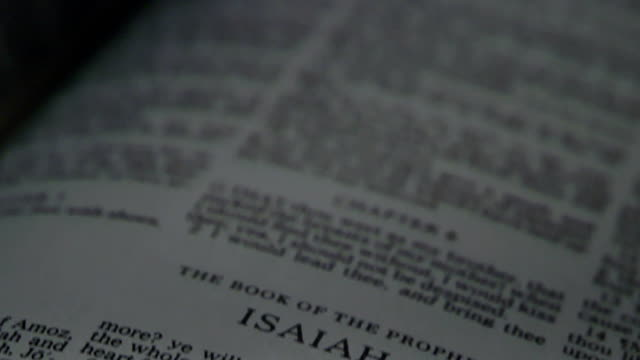bibel isaiah - neues testament stock-videos und b-roll-filmmaterial