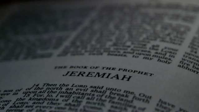 bibel jeremias - neues testament stock-videos und b-roll-filmmaterial