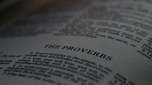 stockvideo's en b-roll-footage met bible proverbs - nieuwe testament