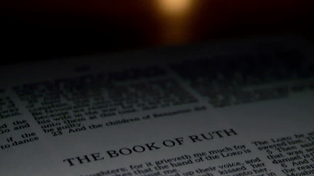 bibel ruth - neues testament stock-videos und b-roll-filmmaterial