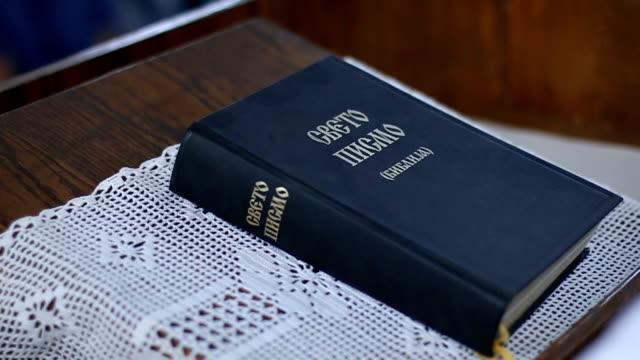 stockvideo's en b-roll-footage met bijbel - nieuwe testament