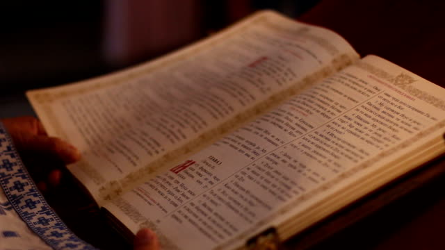 bibel - neues testament stock-videos und b-roll-filmmaterial