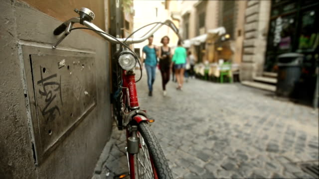 Bicycle in a small alley in the center of Rome video