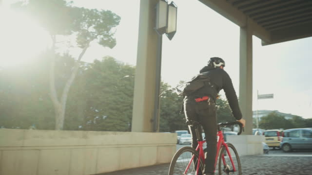 Bicycle messenger: commuter with road bicycle in the city Bike messenger: commuter with road bicycle in the city action movie stock videos & royalty-free footage