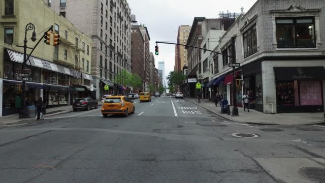 vídeos y material grabado en eventos de stock de bicicleta pov: en las calles de la ciudad de nueva york - stabilized shot