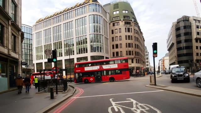 bicycle ride from gracechurch street to london bridge - london bridge inghilterra video stock e b–roll