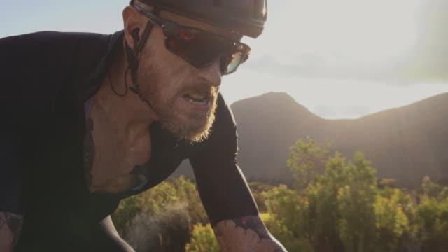 bicycle rider practicing hard outdoors - усилие стоковые видео и кадры b-roll