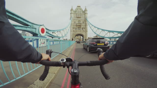POV bicycle riding: commuter with road racing bike in London POV bicycle riding: commuter with road racing bike in London handlebar stock videos & royalty-free footage
