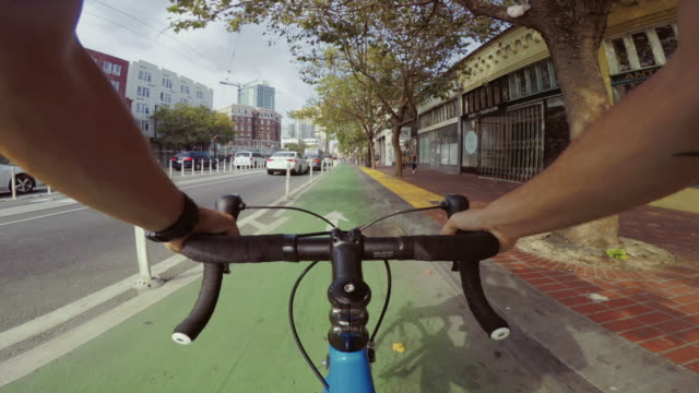 pov bicycle riding: commuter with road racing bike in san francisco - rower filmów i materiałów b-roll