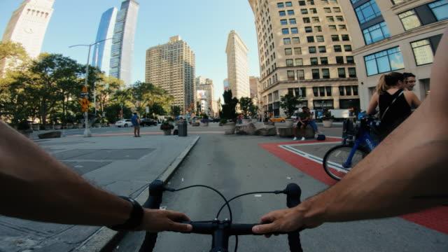 POV Fahrradfahren: Mann mit Rennrad in New York – Video