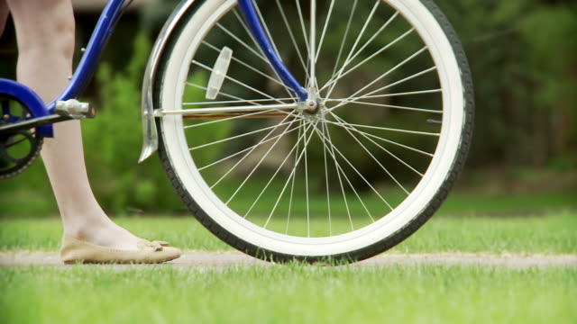 Bicycle tires with womans feet video