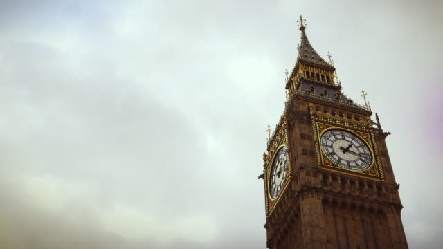 il big ben, londra, inghilterra - london bridge inghilterra video stock e b–roll