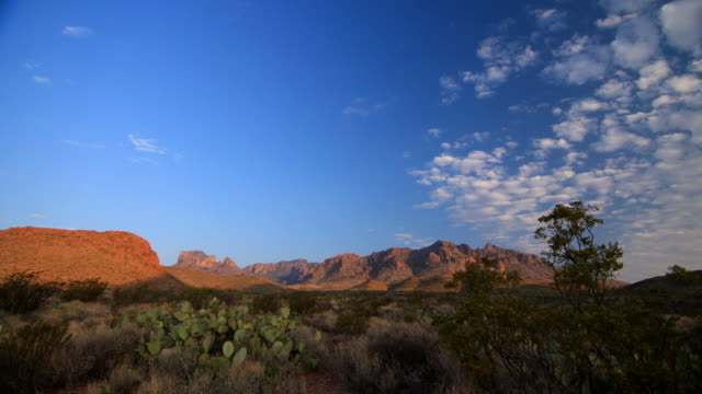 stockvideo's en b-roll-footage met big bend national park-chisos mountians - texas