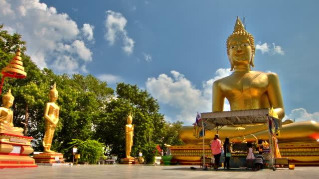 grande buddha con bluesky - buddha video stock e b–roll