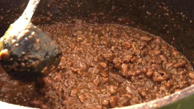 big dutch oven pot full of hearty savory chili - chilli con carne video stock e b–roll