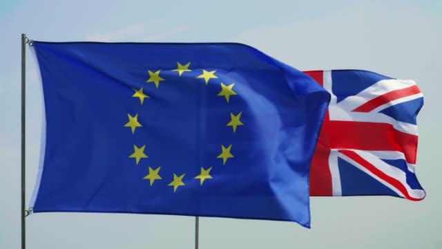 stor eropean flagga på förgrunden - brexit bildbanksvideor och videomaterial från bakom kulisserna