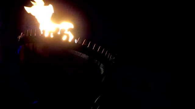 stockvideo's en b-roll-footage met big fire torch on top of a tower - fakkel