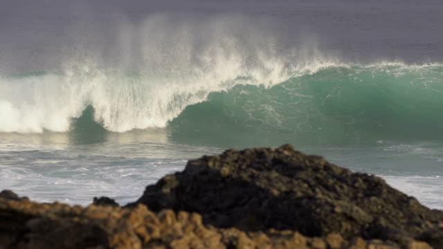 SLOW MOTION: big ocean wave video