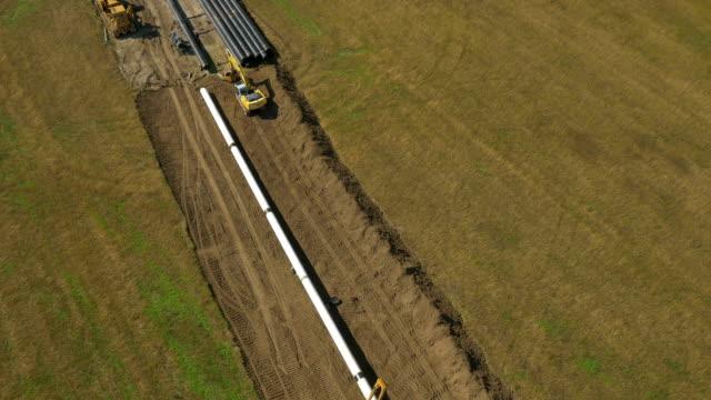 aerial: big pipeline construction - pipeline bildbanksvideor och videomaterial från bakom kulisserna