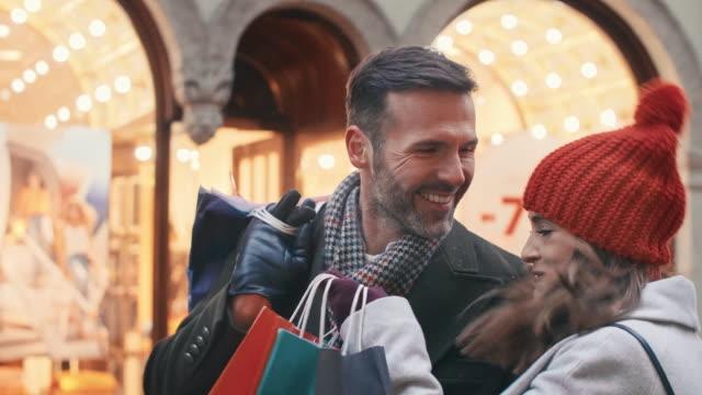 vídeos y material grabado en eventos de stock de gran satisfacción después de grandes compras - shopping bags